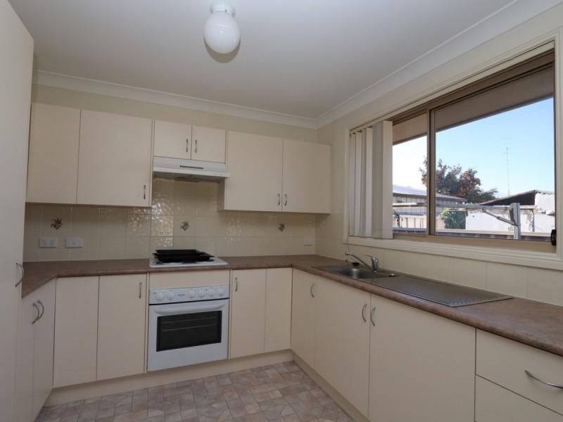 2/28 William Street, Cessnock NSW 2325