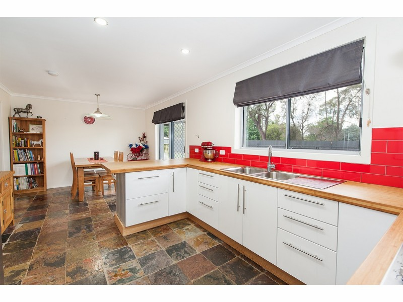 132 Howard Court, Howlong NSW 2643