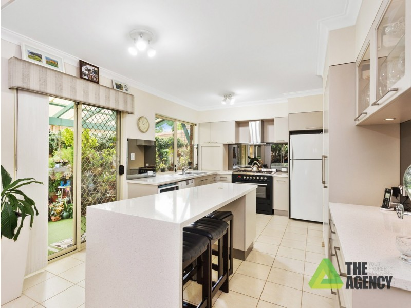 13 River Way, Salter Point WA 6152