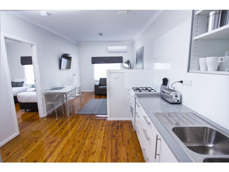 3/214 Long Street, South Toowoomba QLD 4350