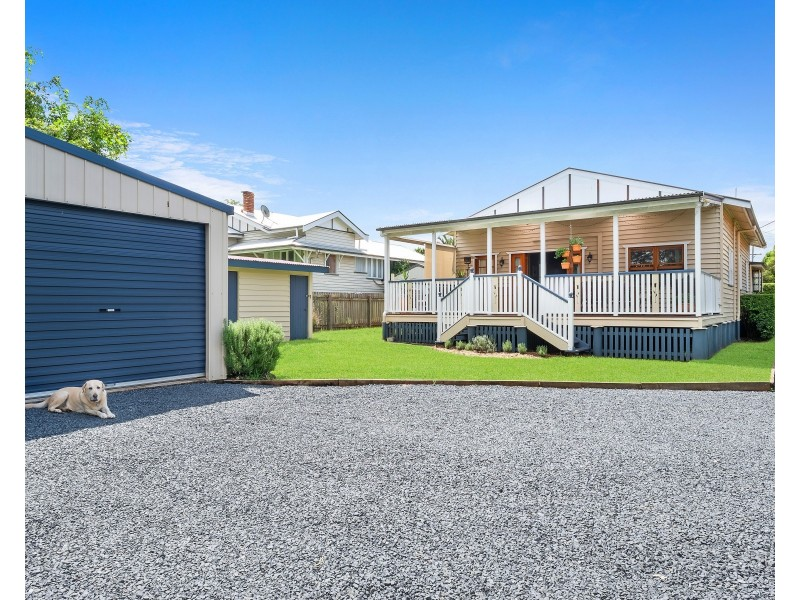194 Campbell Street, Newtown QLD 4350