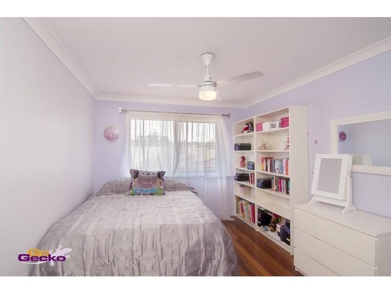 19 Stonycroft St, Aspley QLD 4034