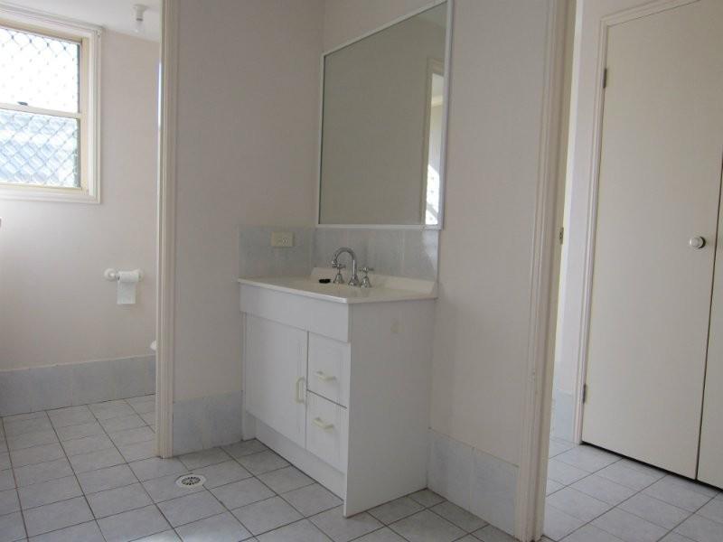 3 Hillcrest Place, Flinders View QLD 4305