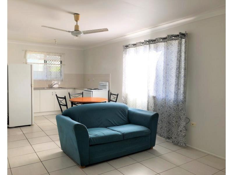 2/94 Stenlake Avenue, Kawana QLD 4701