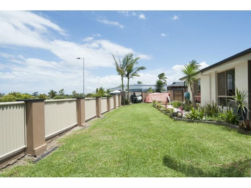 8 Footscray Court, Arundel QLD 4214