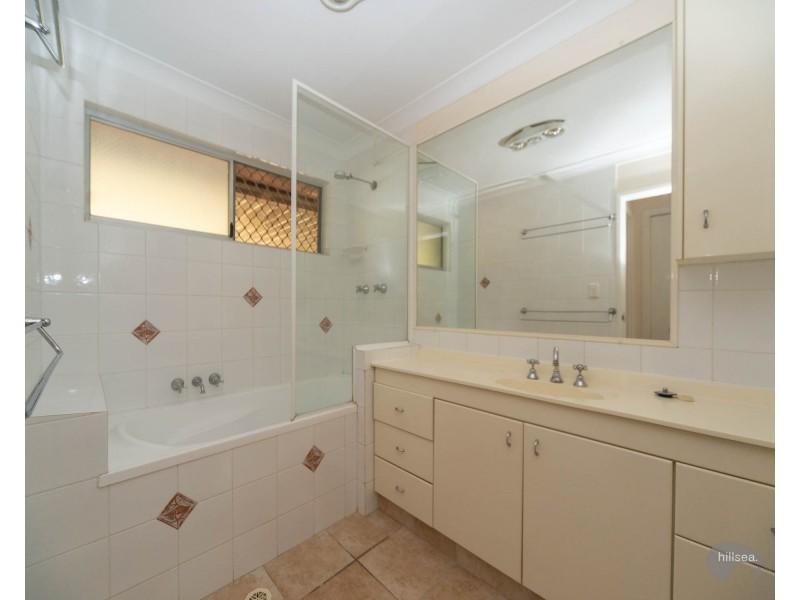 11 Winani Drive, Ashmore QLD 4214