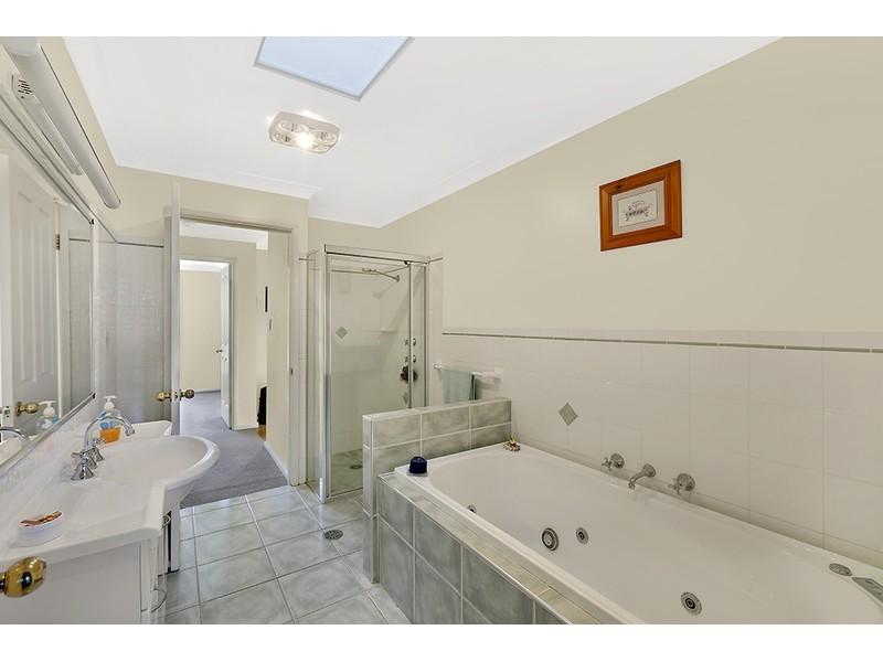 2 Grandis Place, Bateau Bay NSW 2261