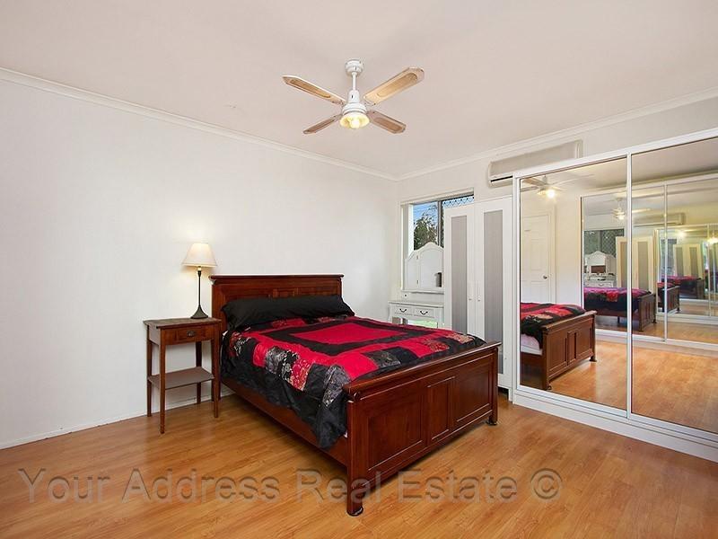 16 Conifer Street, Hillcrest QLD 4118
