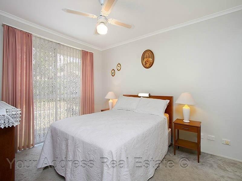 2 Mooloolah Court, Hillcrest QLD 4118