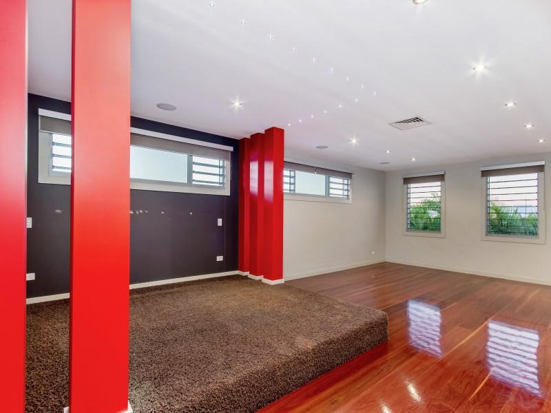 3028 The Boulevarde, Benowa QLD 4217