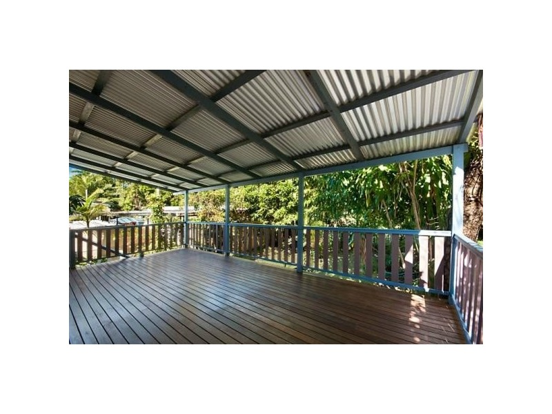 11 Law Street, Cairns North QLD 4870