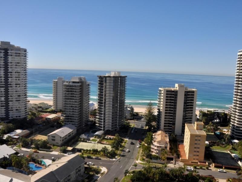 24 Breaker Street, Main Beach QLD 4217