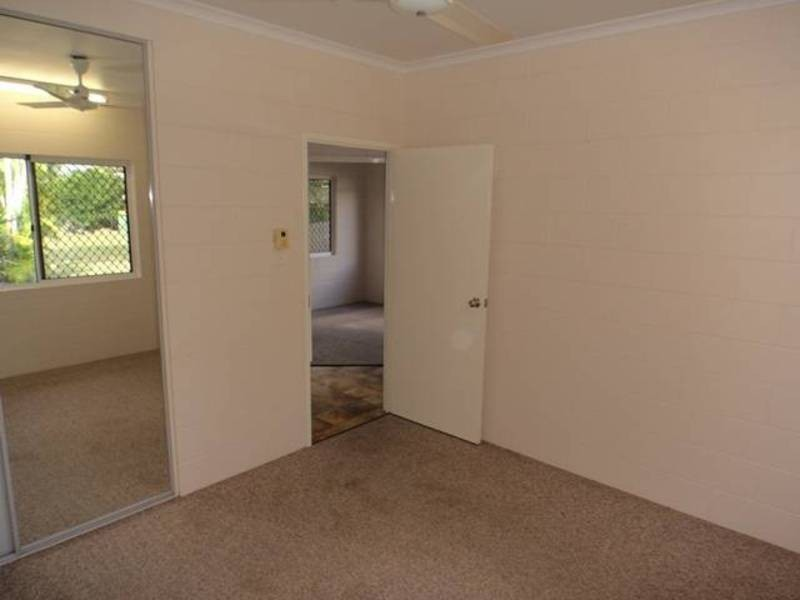 4 Pandora Close, Bentley Park QLD 4869