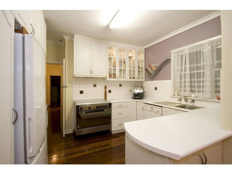 146 Kitchener Rd, Alfred Cove WA 6154