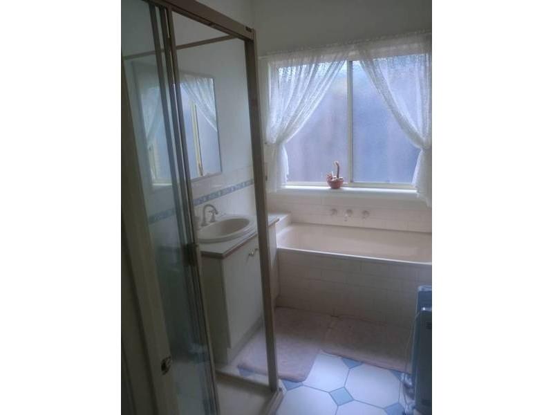 2 Irvine Court, Altona Meadows VIC 3028