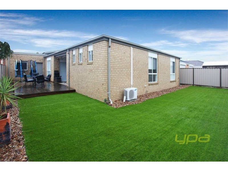 12 Burke Road, Burnside Heights VIC 3023