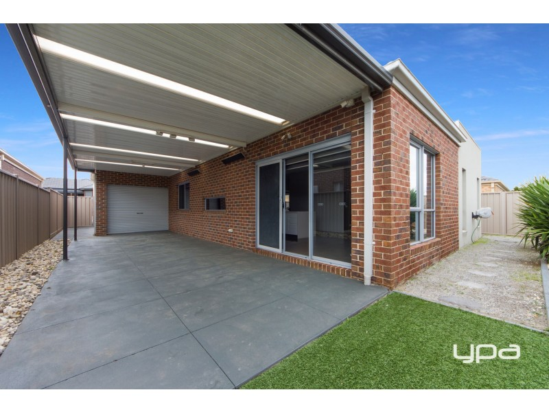 21 Hascombe Drive, Caroline Springs VIC 3023