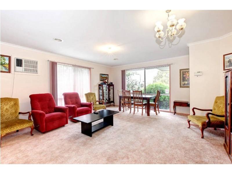 95 Rossiter Avenue, Roxburgh Park VIC 3064