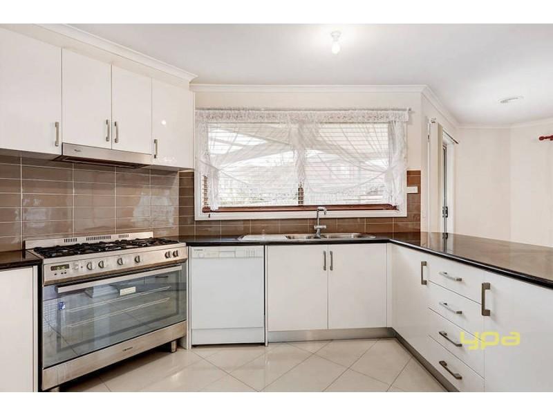 18  Pickersgill Crescent, Roxburgh Park VIC 3064