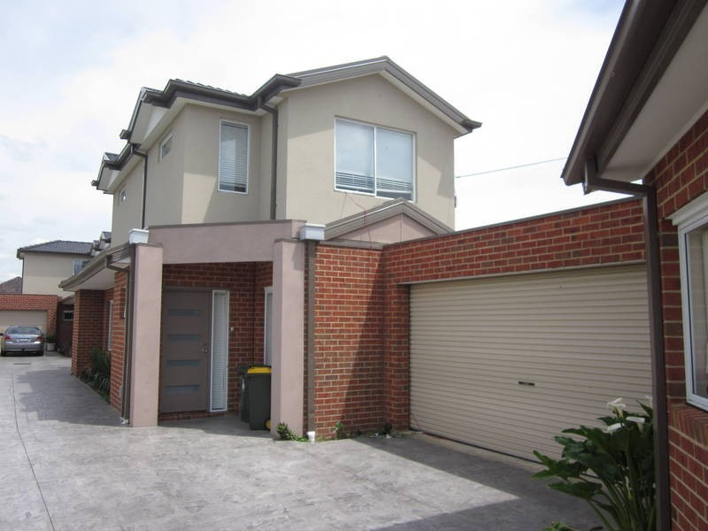 2/13 Lorensen Avenue, Coburg North VIC 3058