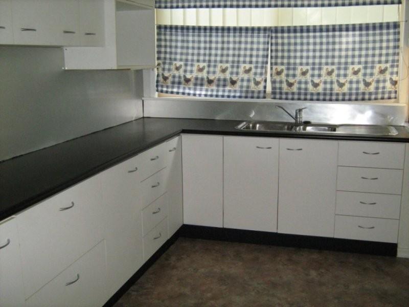26 Queen Street, Blackstone QLD 4304