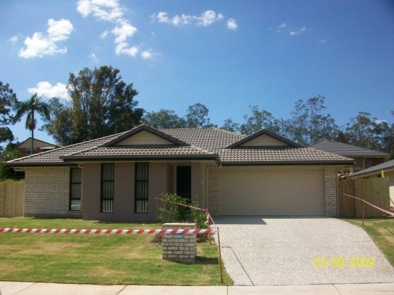 104 High Street, Blackstone QLD 4304