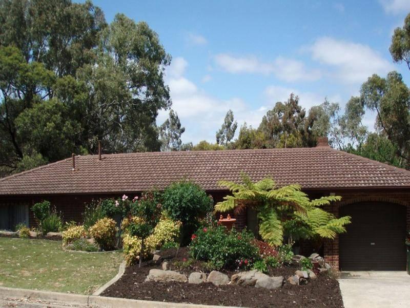 16 Swan Avenue, Aberfoyle Park SA 5159