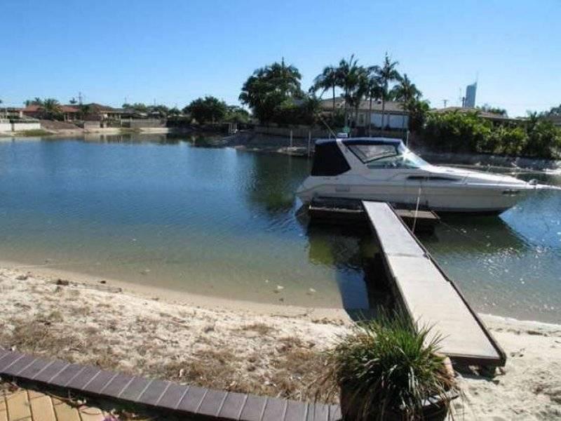 7 Grant Place, Broadbeach Waters QLD 4218