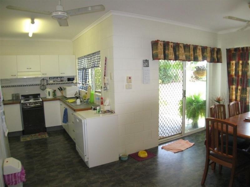 14 Kangaroo Street, Bentley Park QLD 4869