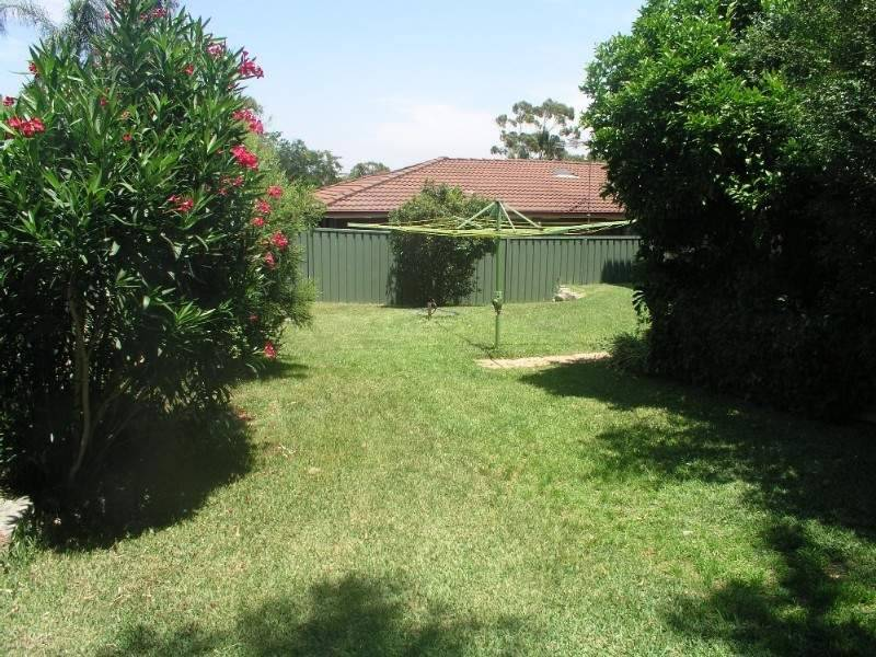 6 Hall Dr, Alfords Point NSW 2234