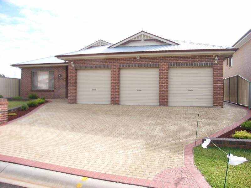 16 Thorpe Place, Abbotsbury NSW 2176