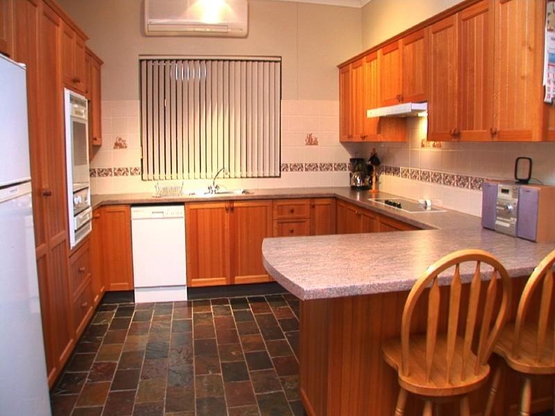 11 Comin Place, Abbotsbury NSW 2176