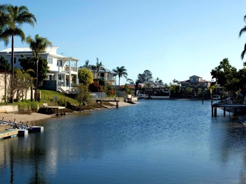 27 Merrimac Boulevard, Broadbeach Waters QLD 4218