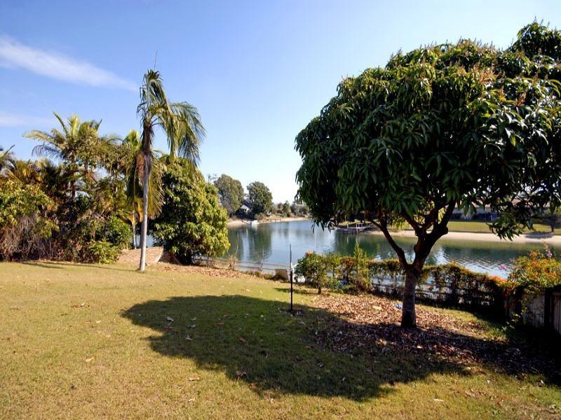 30 Welby Street, Broadbeach Waters QLD 4218