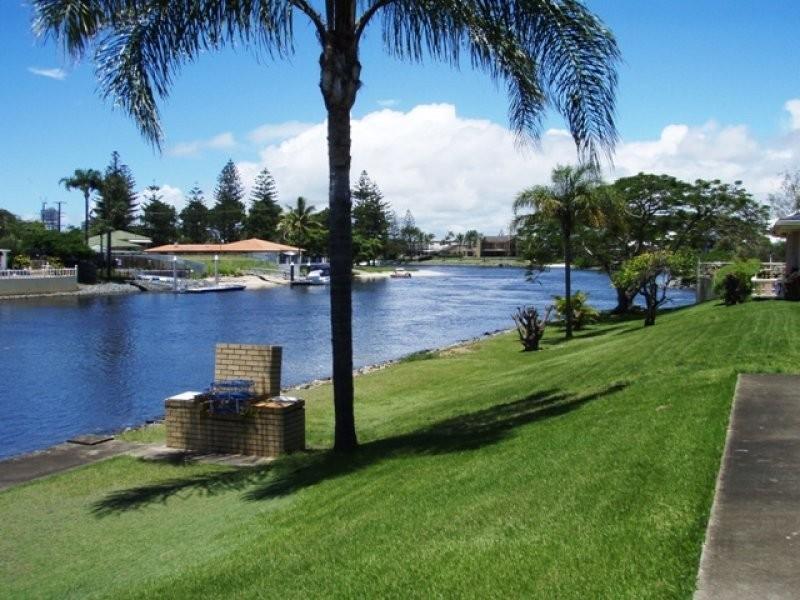 5 Sheridan Park Avenue, Broadbeach Waters QLD 4218