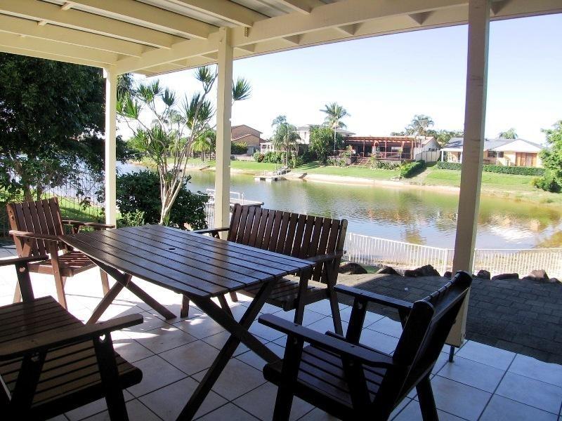 28 Wyuna Street, Broadbeach Waters QLD 4218