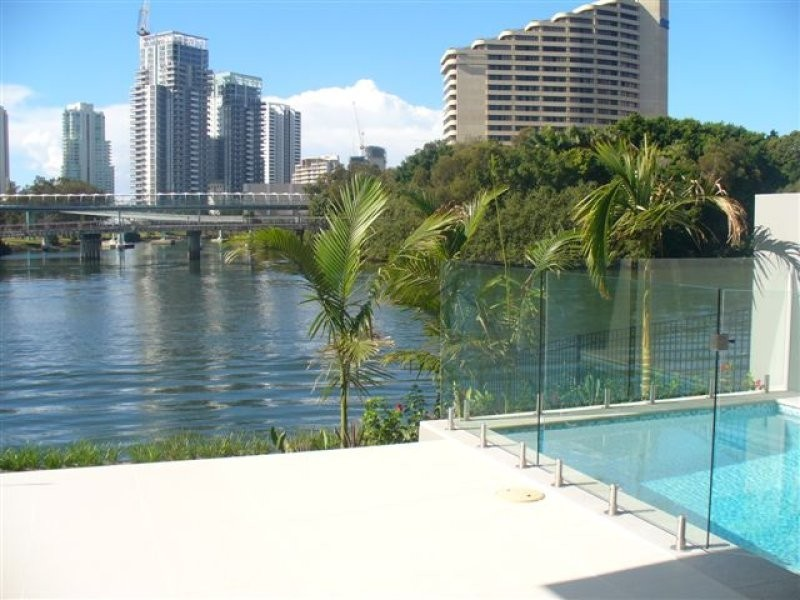 25 Miami Key, Broadbeach Waters QLD 4218