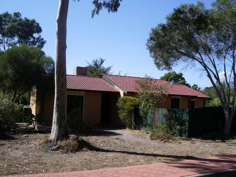 10 Redcraze Street, Aberfoyle Park SA 5159