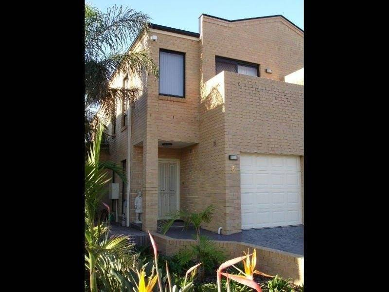 8 Brisbane Street, Chifley NSW 2036