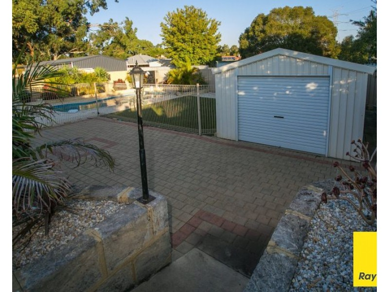 6 Reeves Place, Swan View WA 6056