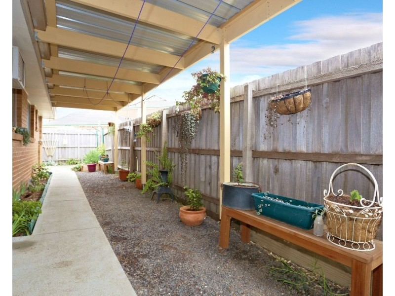 16 Irvine Court, Altona Meadows VIC 3028