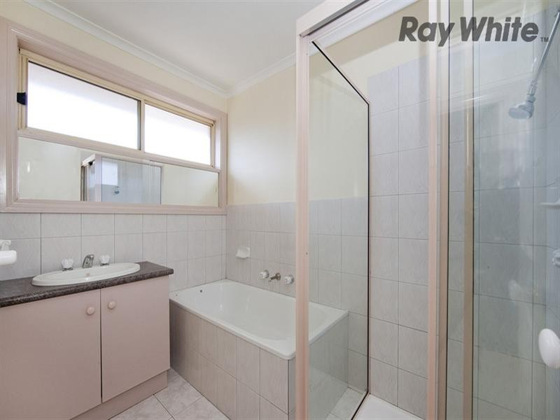 18 Lewin Court, Altona Meadows VIC 3028