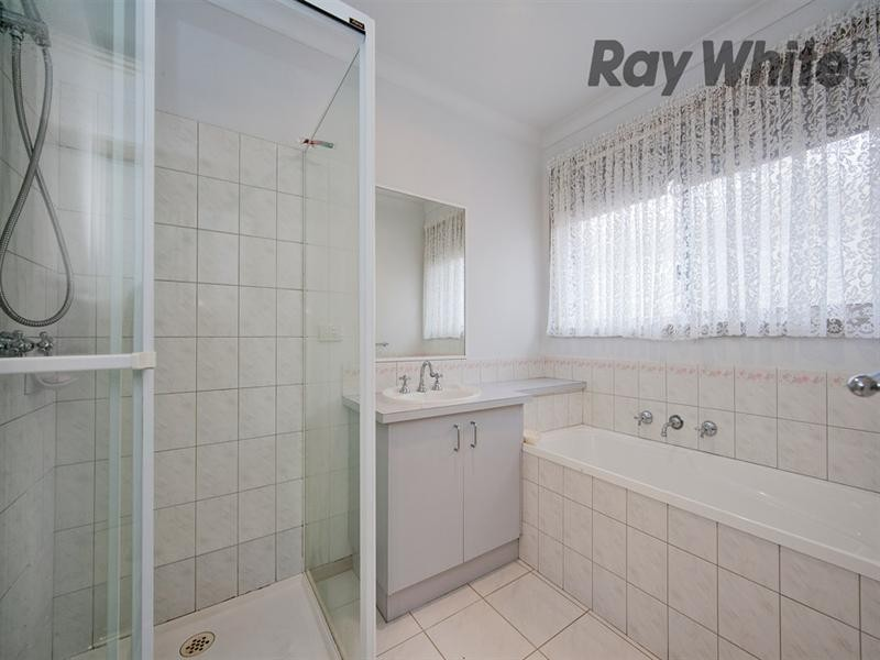 1/2 Weaver Court, Altona Meadows VIC 3028