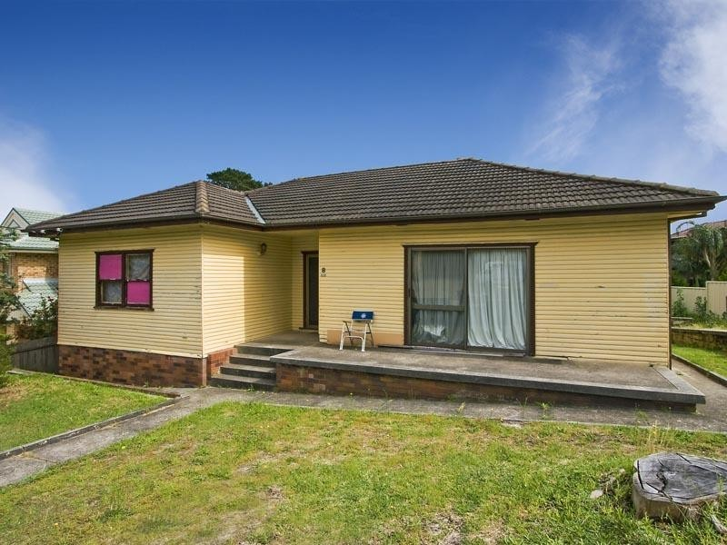 8 Mirrabooka Crescent, Chifley NSW 2036