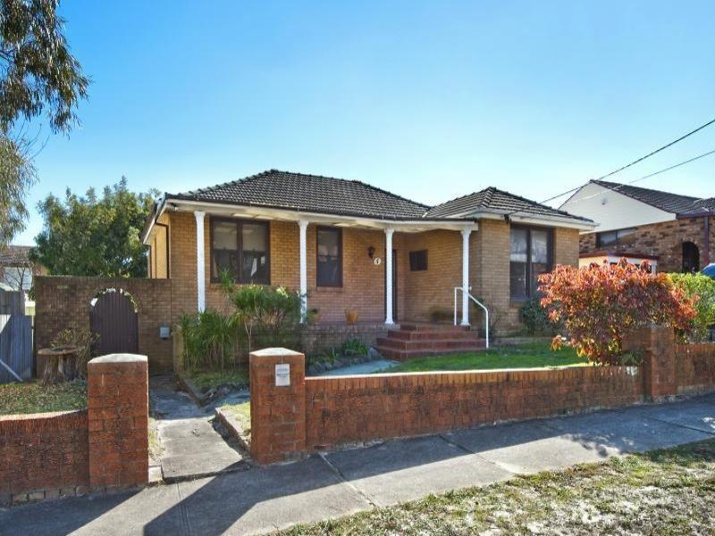 4 Melba Avenue, Chifley NSW 2036