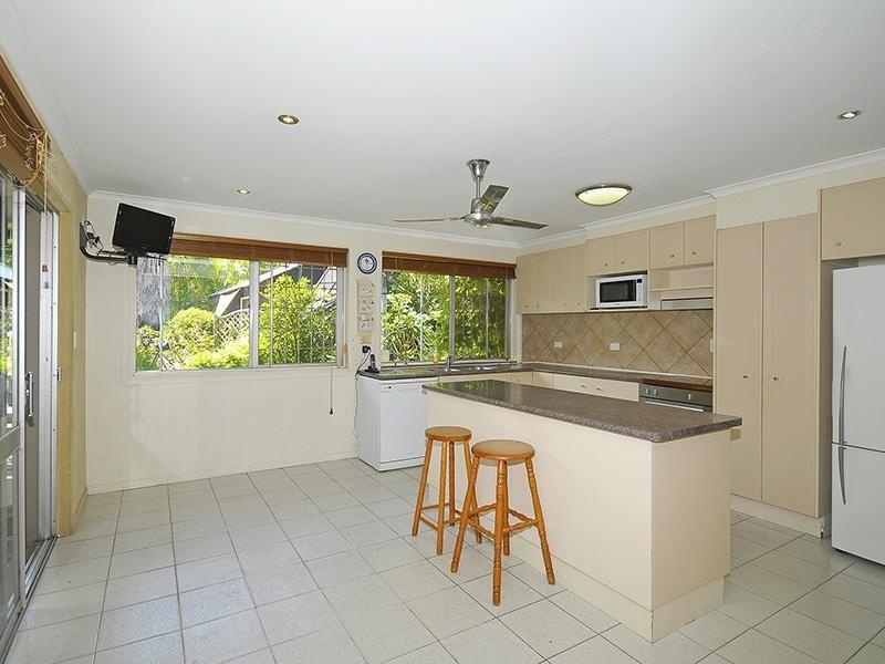 24 Boongala Road, Broadbeach Waters QLD 4218