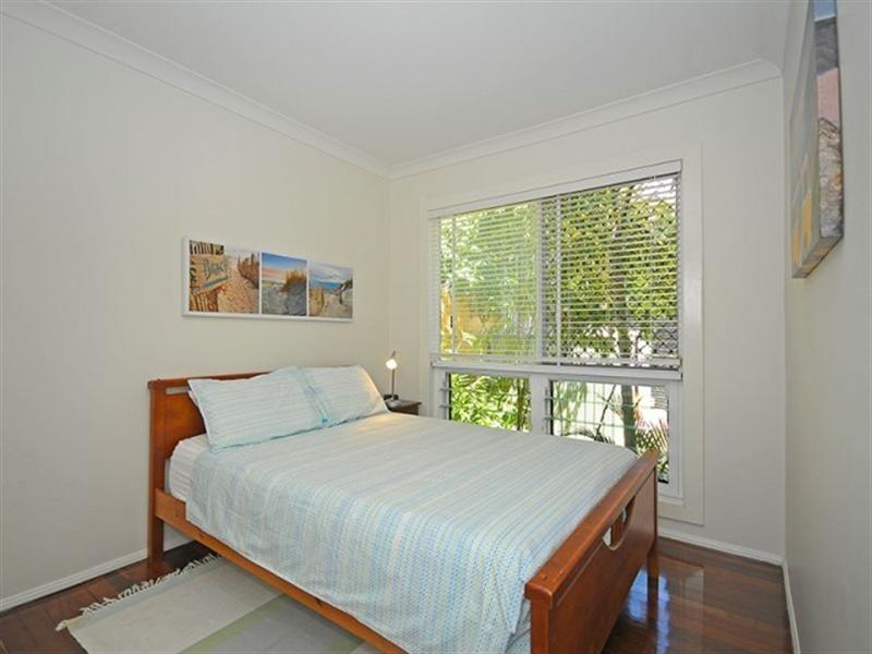 1 Karina Crescent, Broadbeach Waters QLD 4218