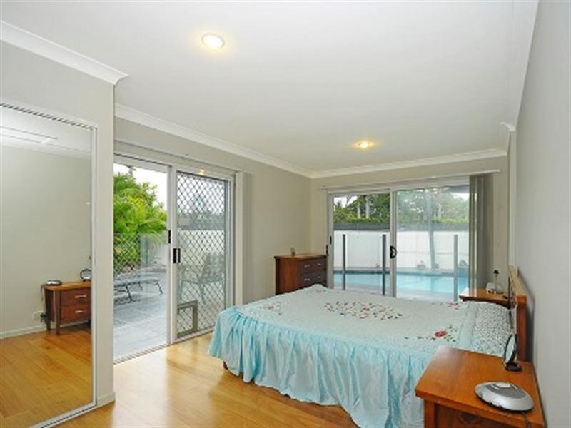 77 Savoy Drive, Broadbeach Waters QLD 4218