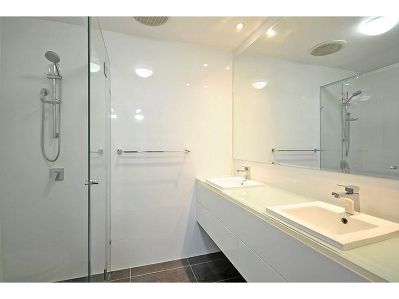 20 Savoy Drive, Broadbeach Waters QLD 4218