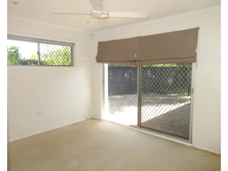 24 Allambi Avenue, Broadbeach Waters QLD 4218